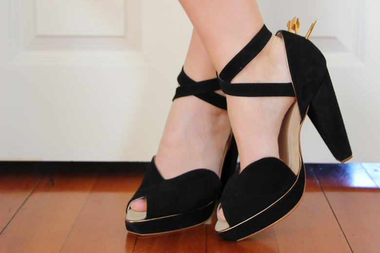sretsis lovestruck peep toe heels