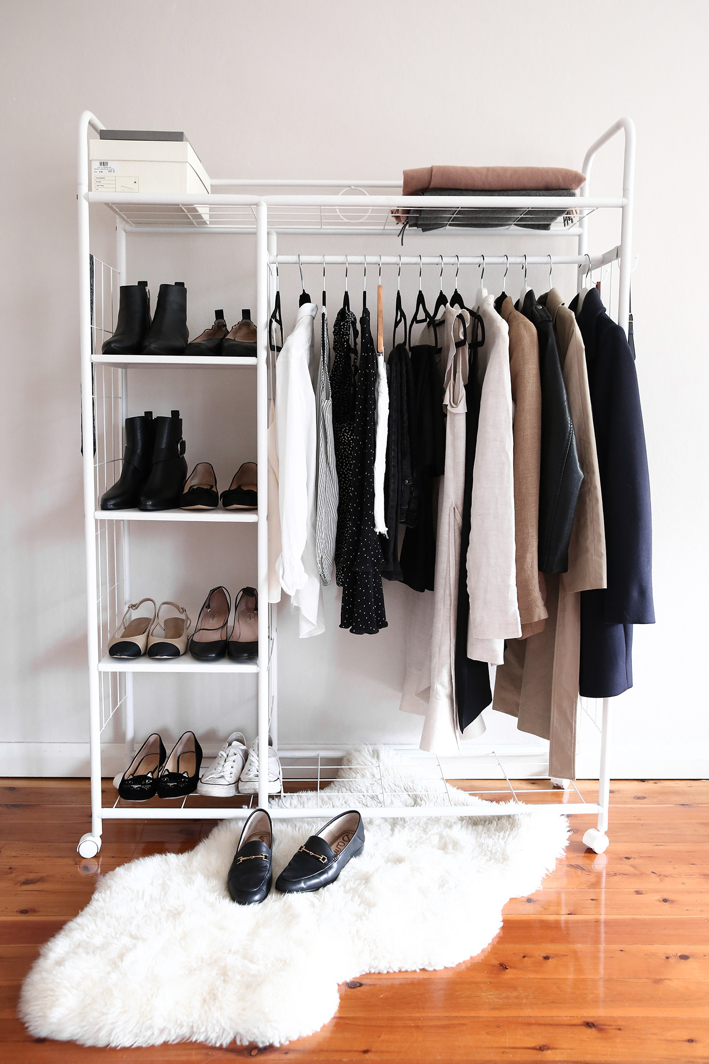 Genial Capsule Wardrobe Style Uniform Minimal Closet