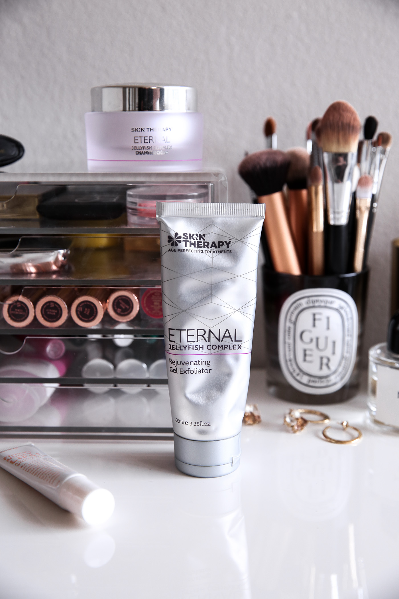 skin therapy eternal jellyfish miracle gel exfoliator and complex dan miracle creme review