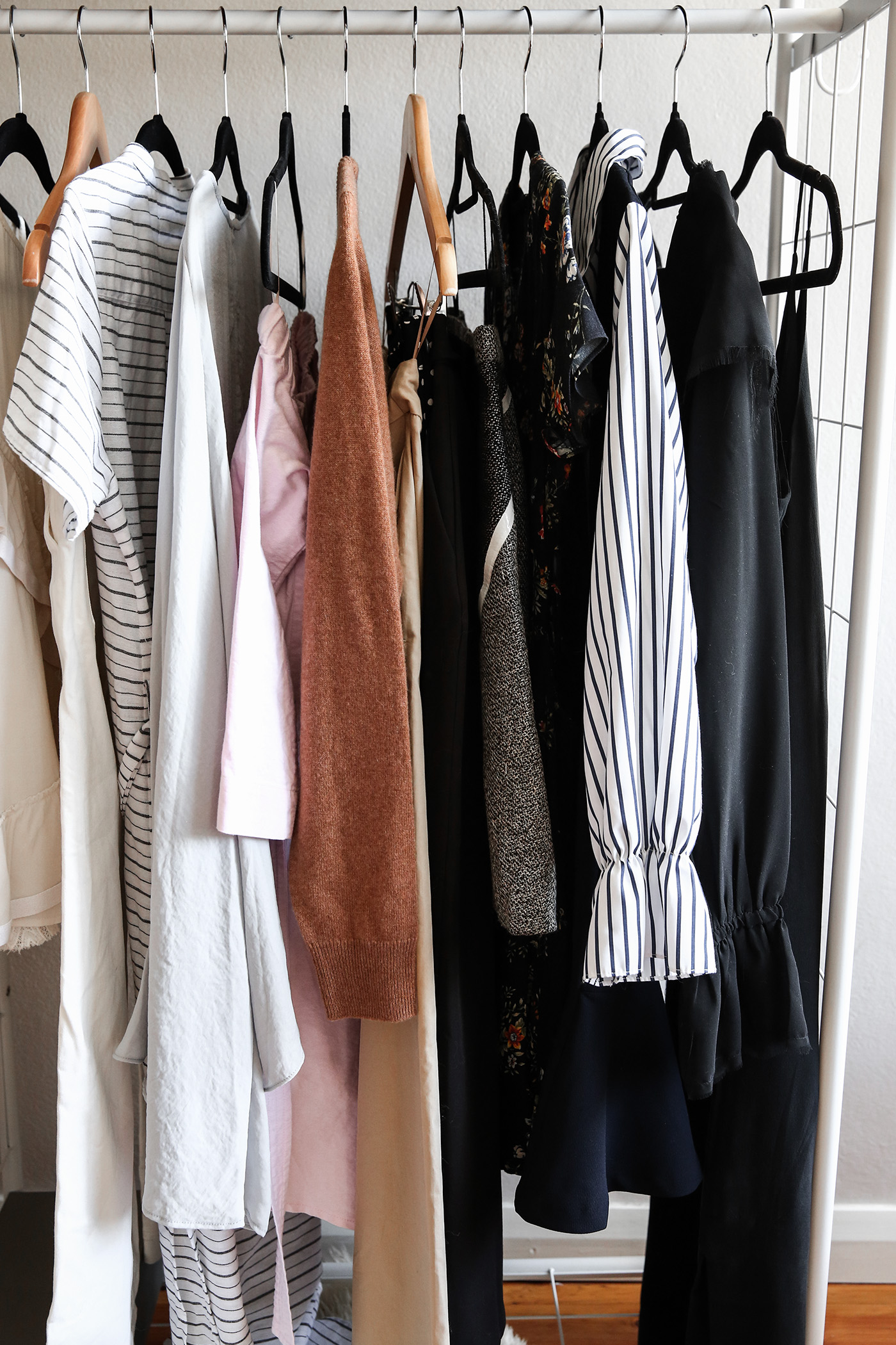 minimal wardrobe declutter