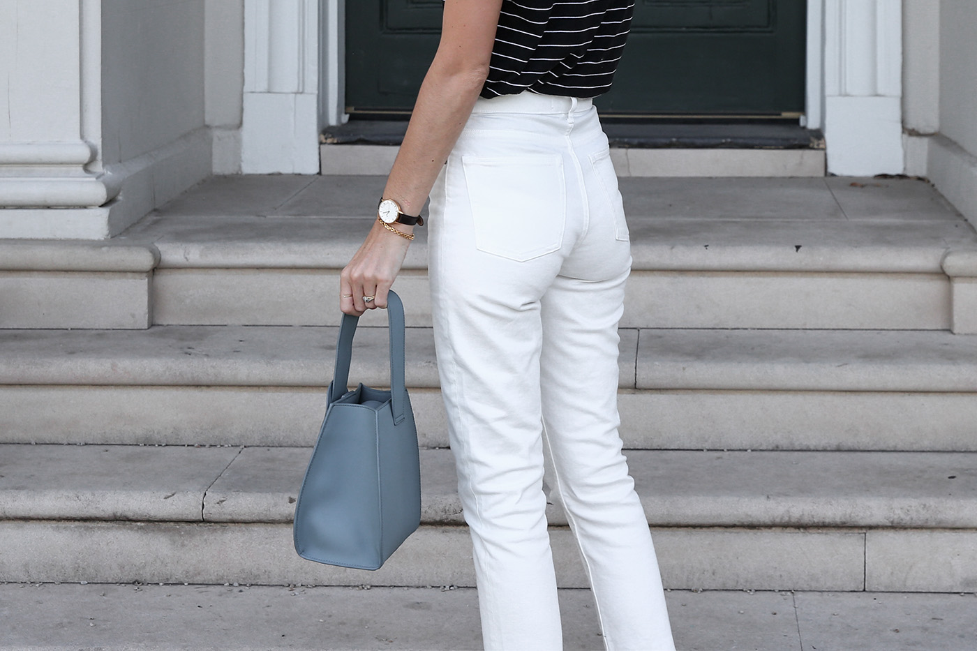everlane cheeky straight leg jean review and minimal outfit