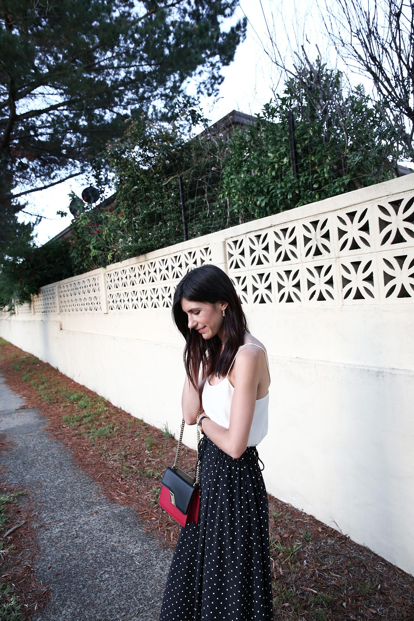 minimal outfit polka dot midi skirt