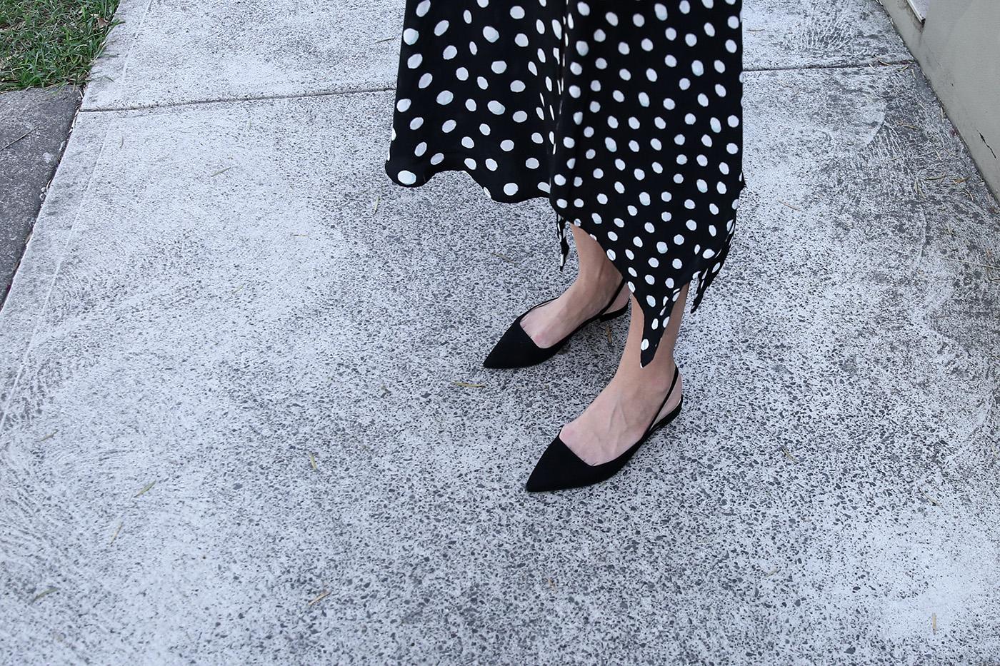 minimal outfit tee polka dot skirt