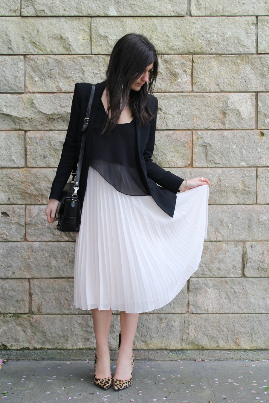 How to wear a pleated mini skirt in winter