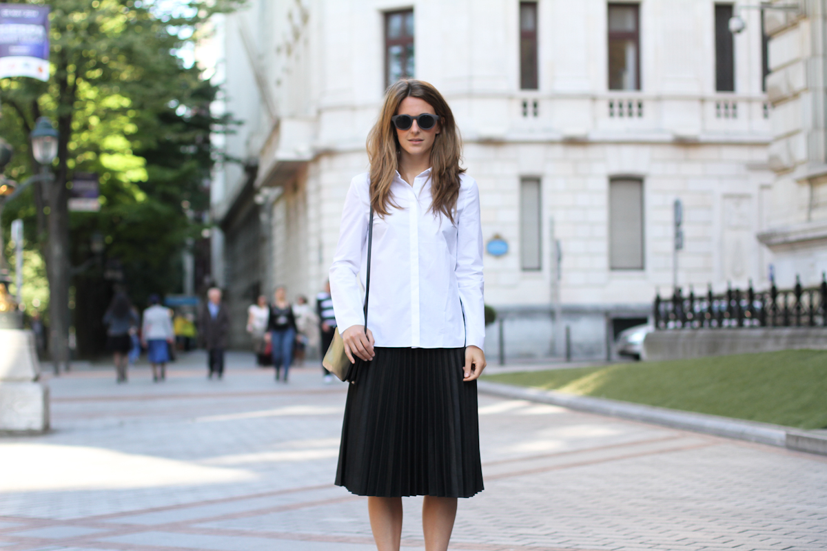 streetsyle white shirt pleated skirt