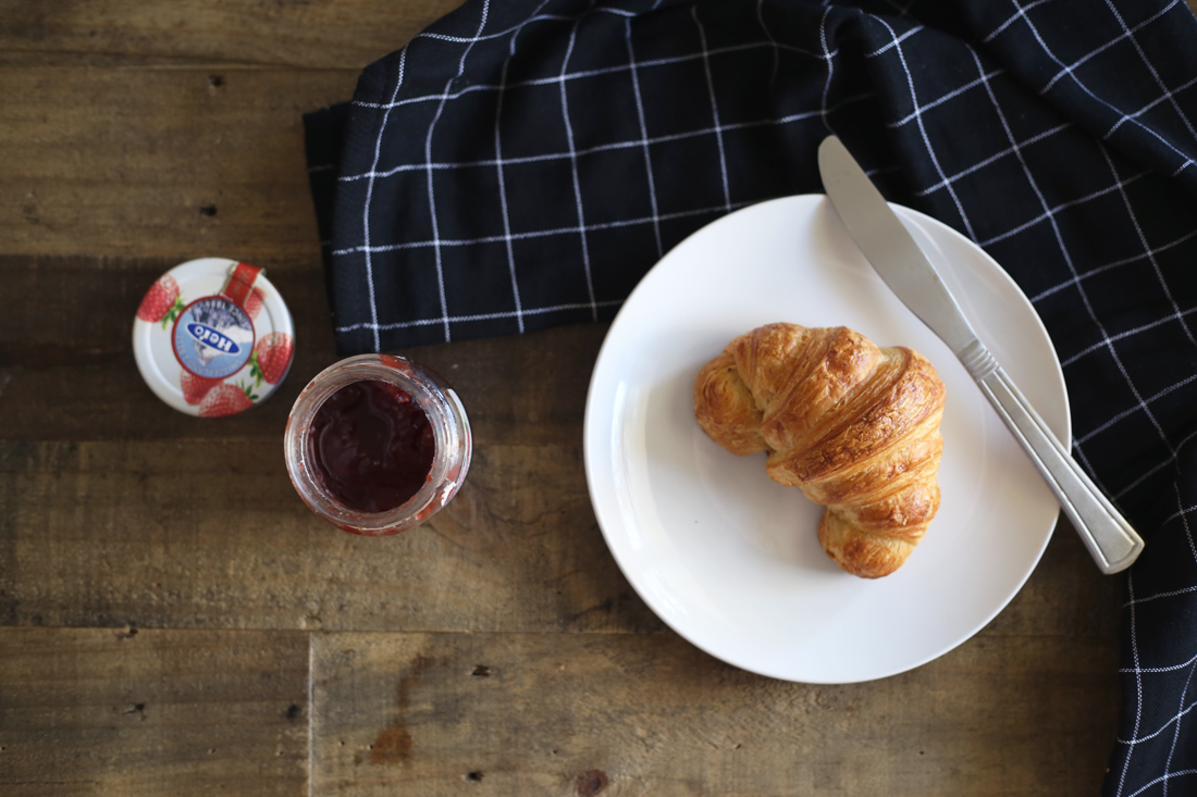 croissants strawberry jam