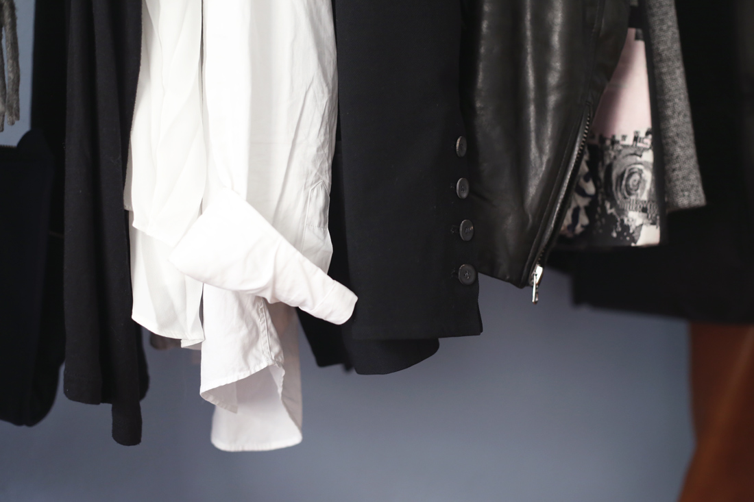 wardrobe standing