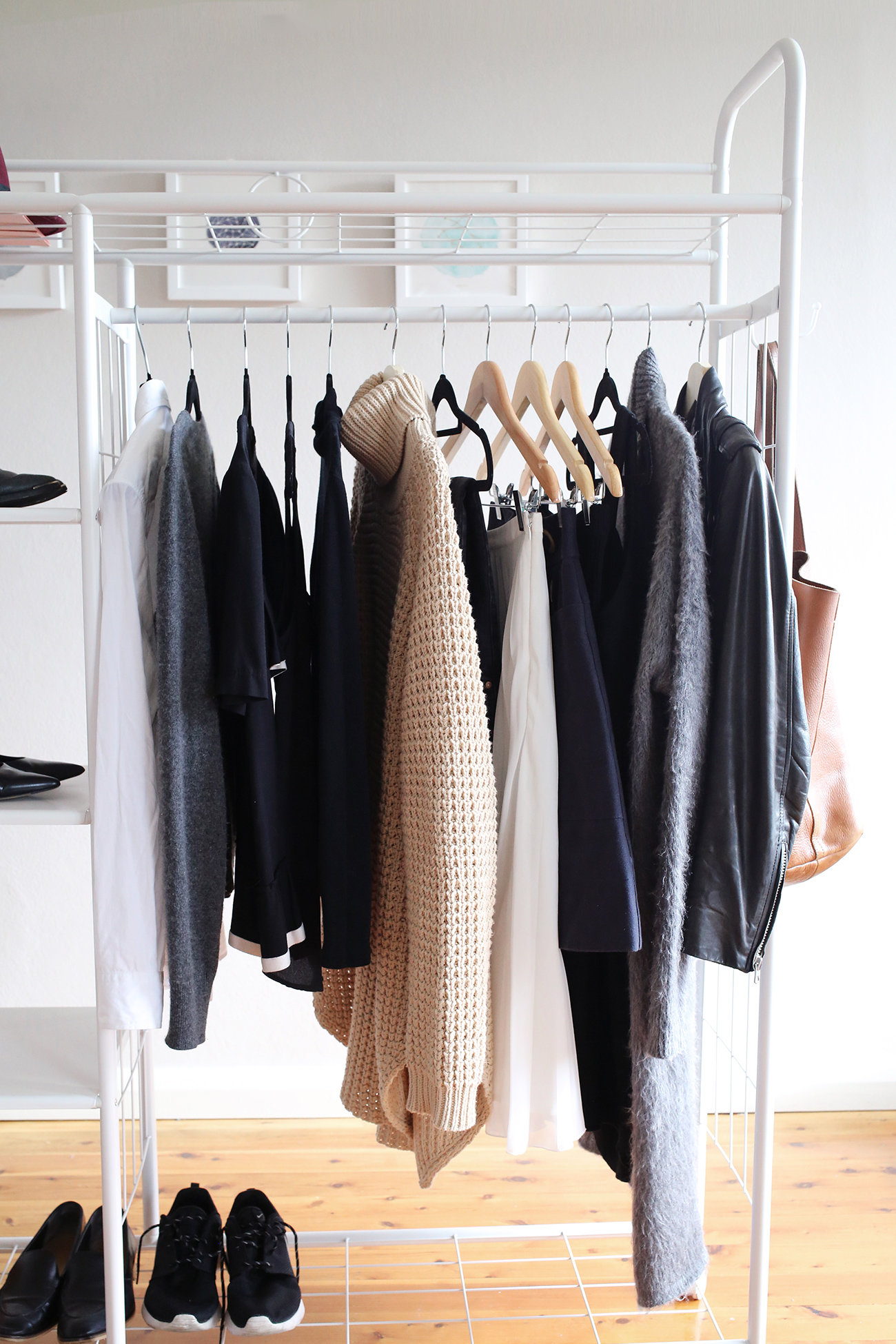 why build a minimal capsule wardrobe