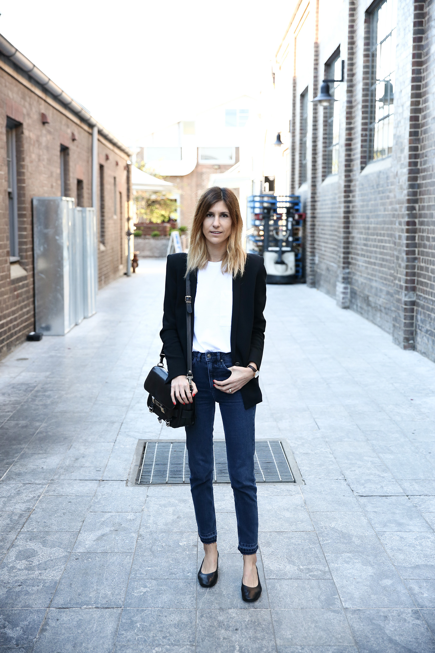 scandi minimal style outfit straight leg jeans