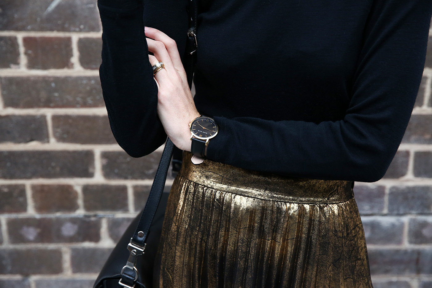 how to style the gold pleated skirt